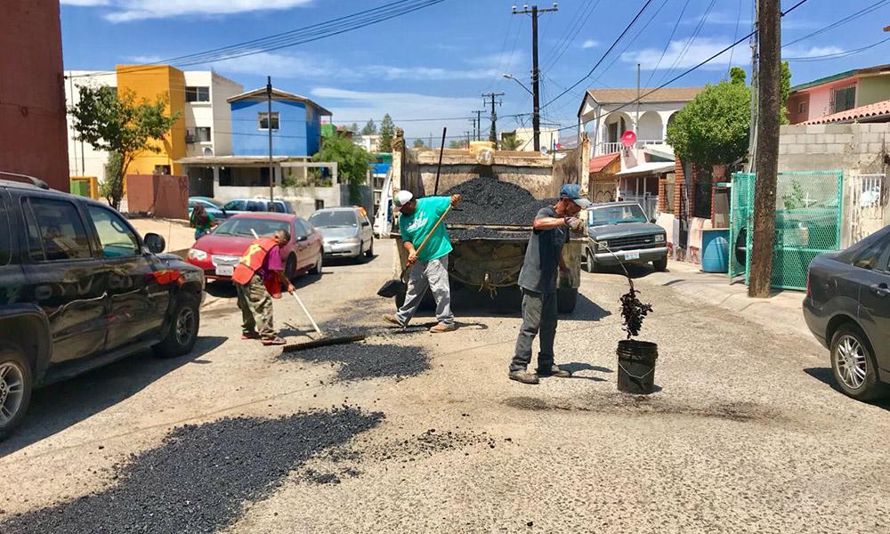 Rehabilitan la calle Sinaloa en la colonia Loma Alta en Tecate