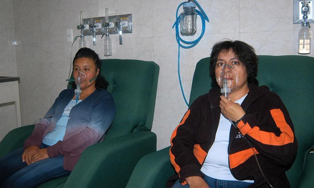Tienen más riesgo de padecer asma, niños menores de cinco años, adultos y personas con alergias