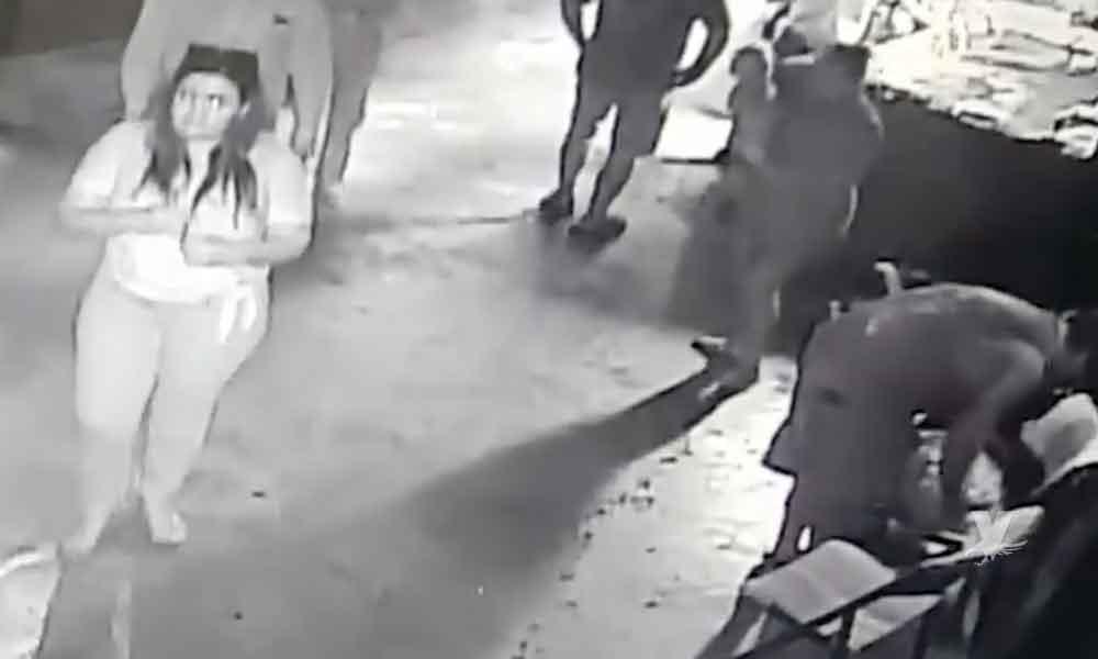 (VIDEO) Personas roban tiburón de un acuario
