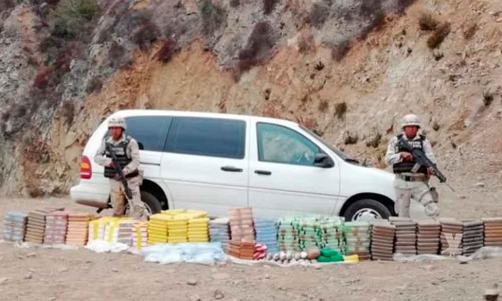 Abandonan camioneta con media tonelada de diferentes drogas en carretera Maneadero-La Bufadora en Ensenada