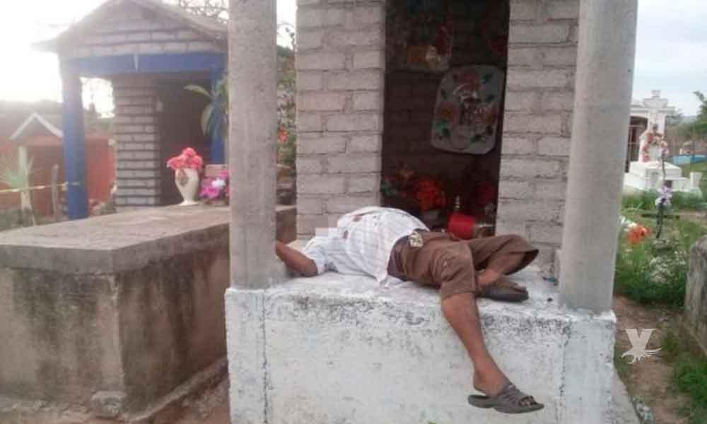 Hombre es encontrado sin vida sobre una tumba, un disparo le quitó la vida