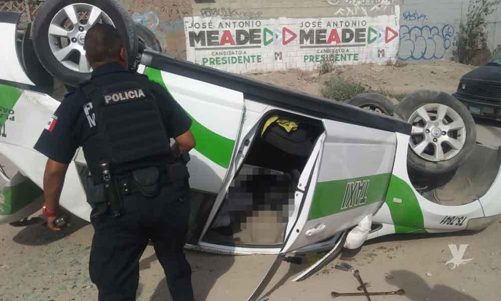 Taxista muere en fatal volcadura en Bulevar 2000; trató de esquivar a un peatón