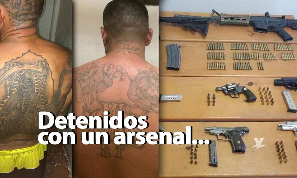 Detienen a tres con 6 pistolas, 2 armas y múltiples cartuchos en Tecate