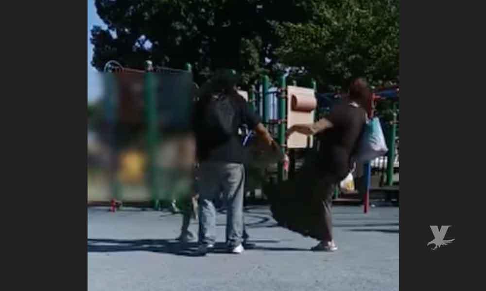 (VIDEO) Padres agreden a su hijo en un parque de Estados Unidos