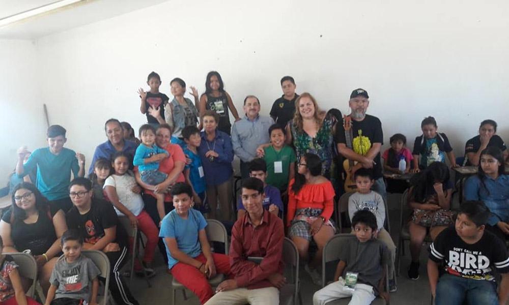 Visita el Director General del ICBC el campamento de verano en el Hongo