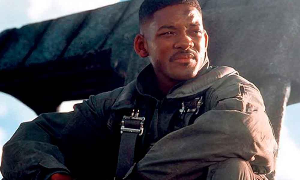 Will Smith pide no le agradezcan por salvar a los Estados Unidos de un ataque extraterrestre