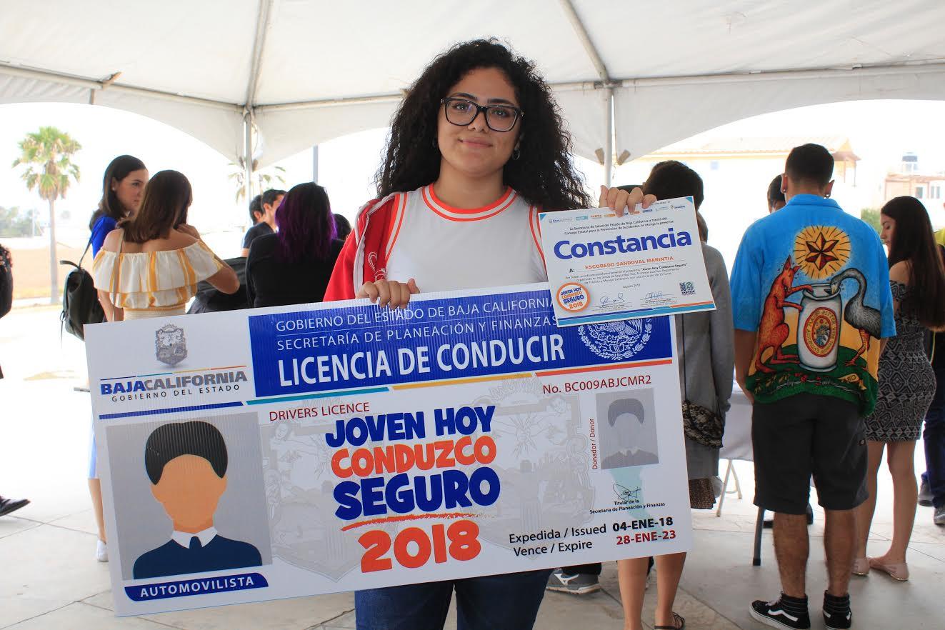 """Entregan en Rosarito 300 constancias del programa """"Joven hoy conduzco seguro"""""""