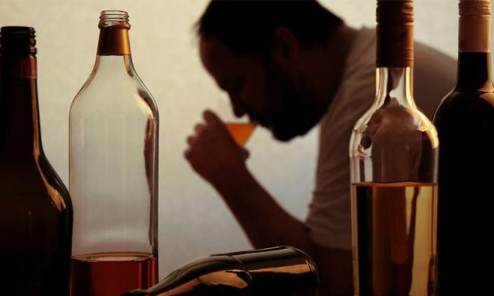 Advierten que el alcoholismo provoca daños al hígado y cerebrales: IMSS