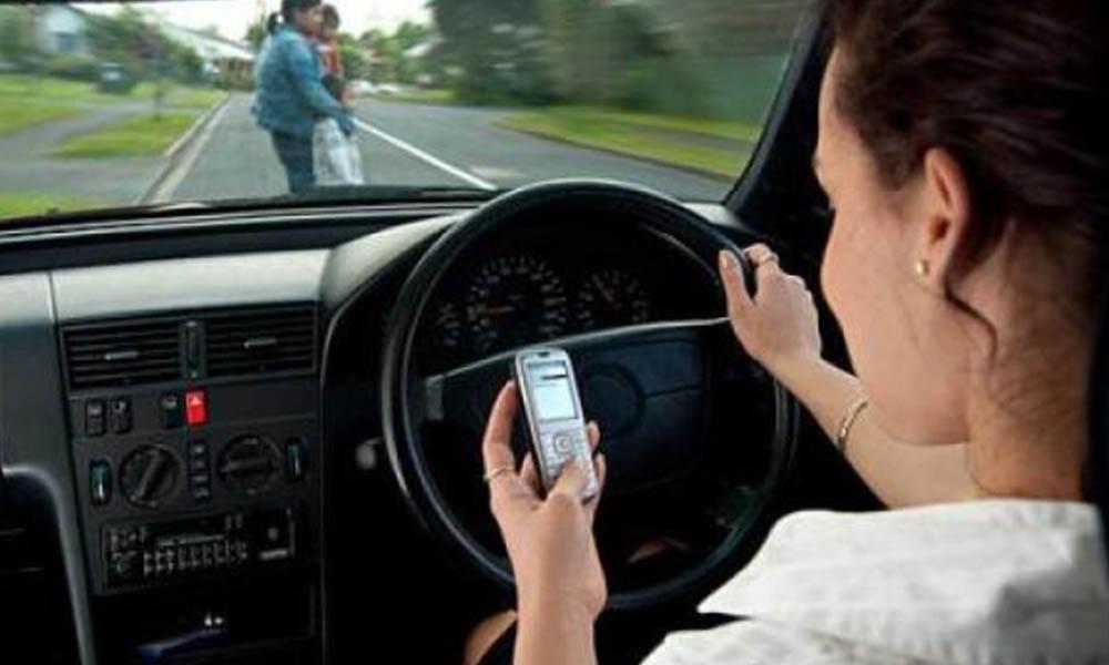 Advierten de multas de más de 2 mil pesos por textear mientras se maneja en Tijuana