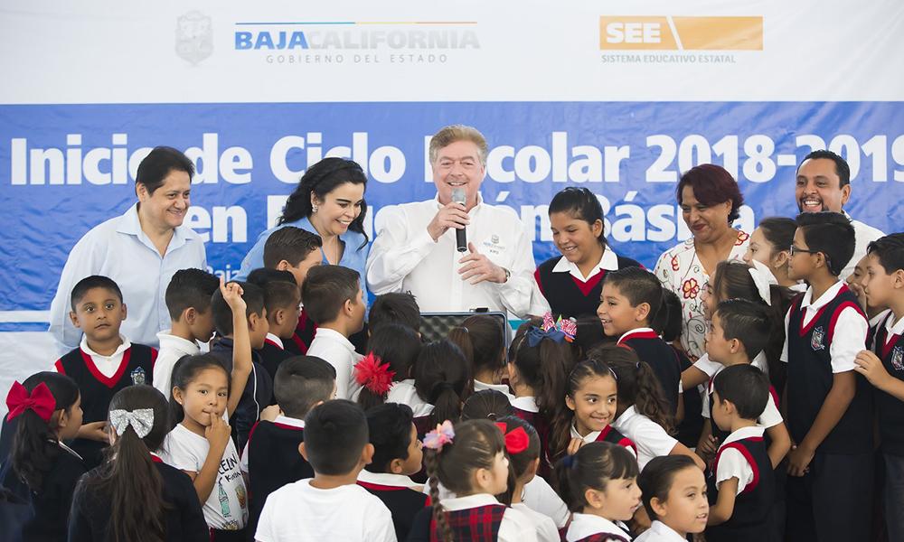 Anuncian más de mil uniformes gratuitos para educación básica en Baja California