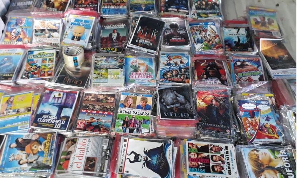 """Aseguran 10 mil 100 películas """"piratas""""  Durante operativos conjuntos en Tijuana"""