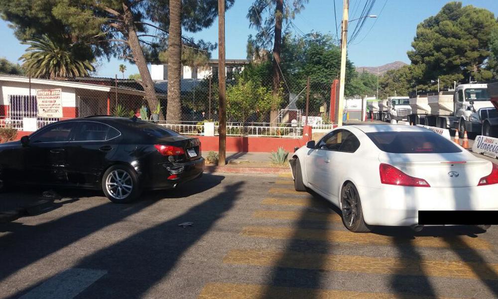 Aseguran a sujeto tras dañar vehículo por la garita internacional de Tecate