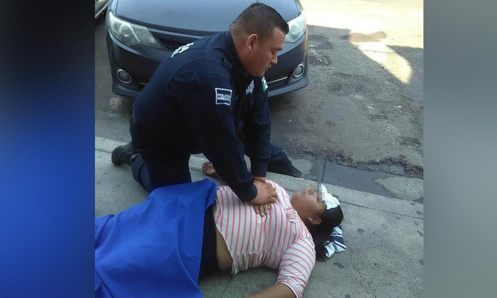 Auxilia Policía Comercial a mujer inconsciente en Tijuana