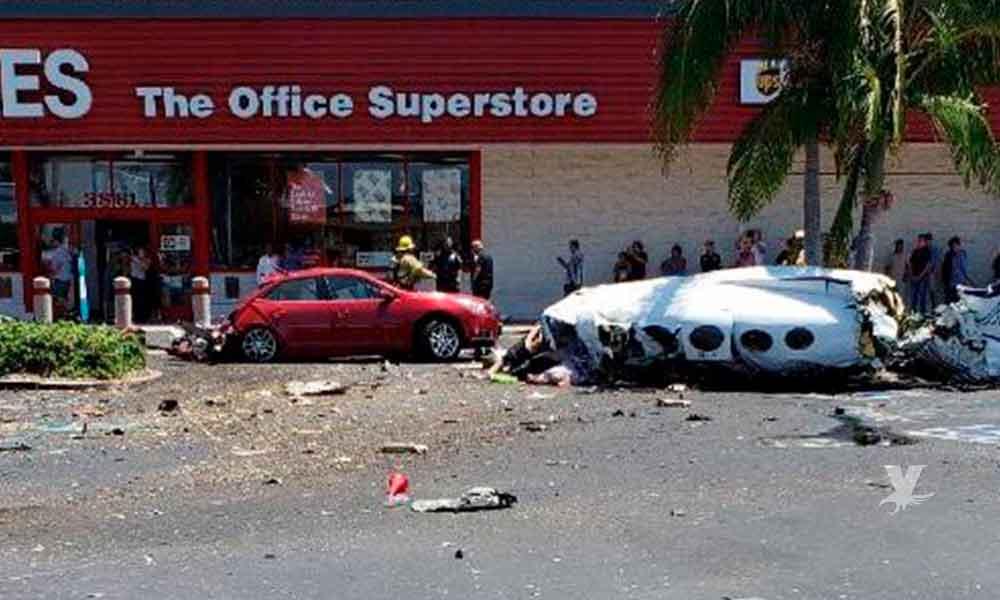 Avioneta se estrella en estacionamiento en California, matando a 5 personas