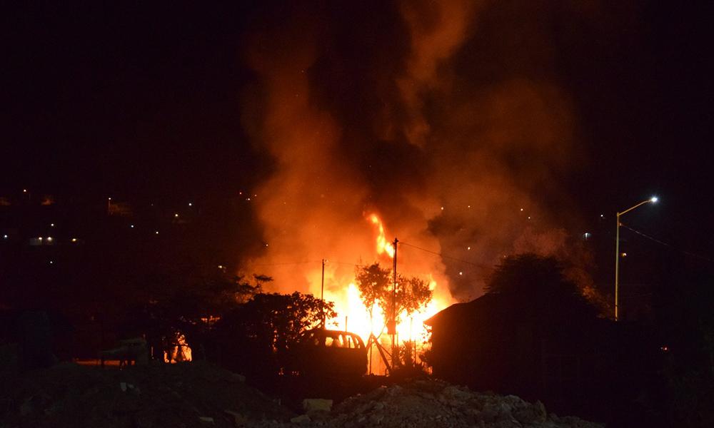 Bomberos de Tecate sofocan incendio de dos viviendas en la colonia Olivos