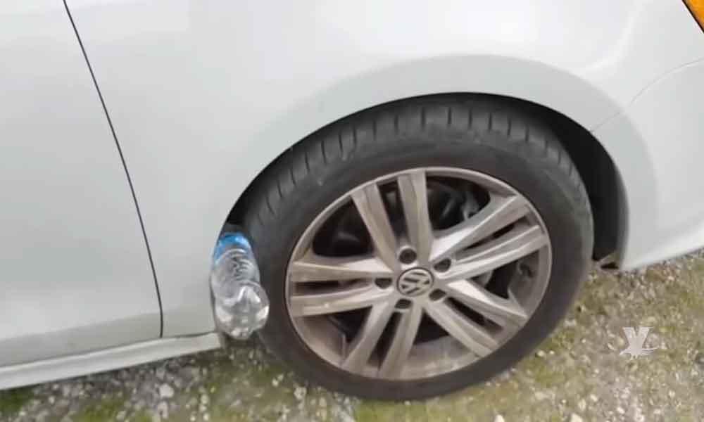 (VIDEO) Si ves una botella de plástico entre la llanta y la carrocería, puedes correr grave peligro