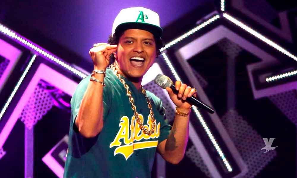 """Bruno Mars de vacaciones por México se muestra con enorme """"panza"""""""