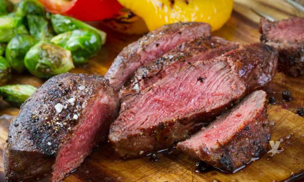Médicos alertan sobre la dieta de comer sólo carnes rojas que está de moda