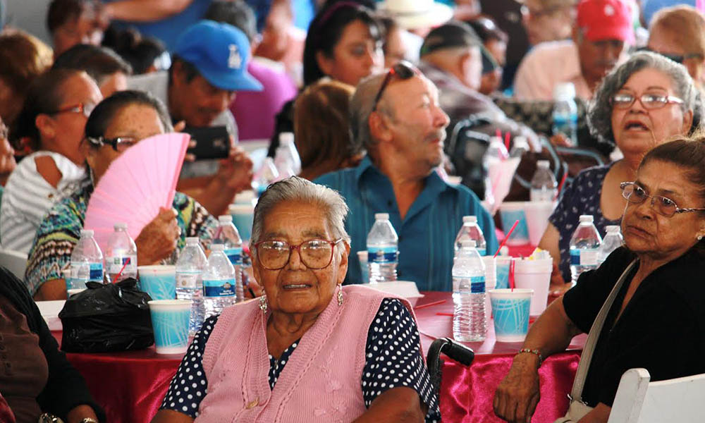 Celebran a 600 adultos mayores en Playas de Rosarito por el Día del Abuelo