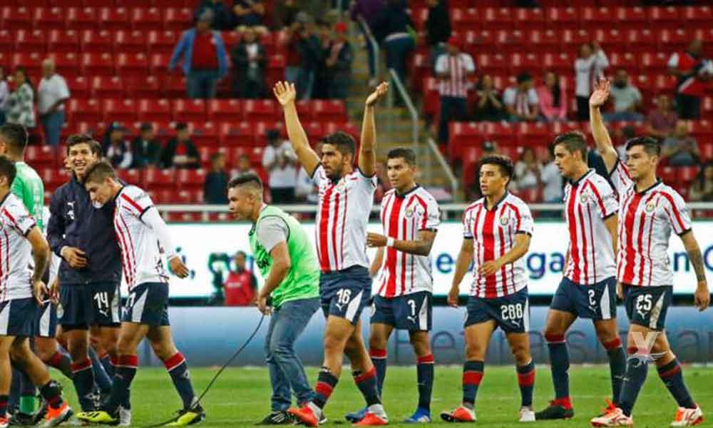 Chivas gana a Necaxa en su casa con un gol de penal