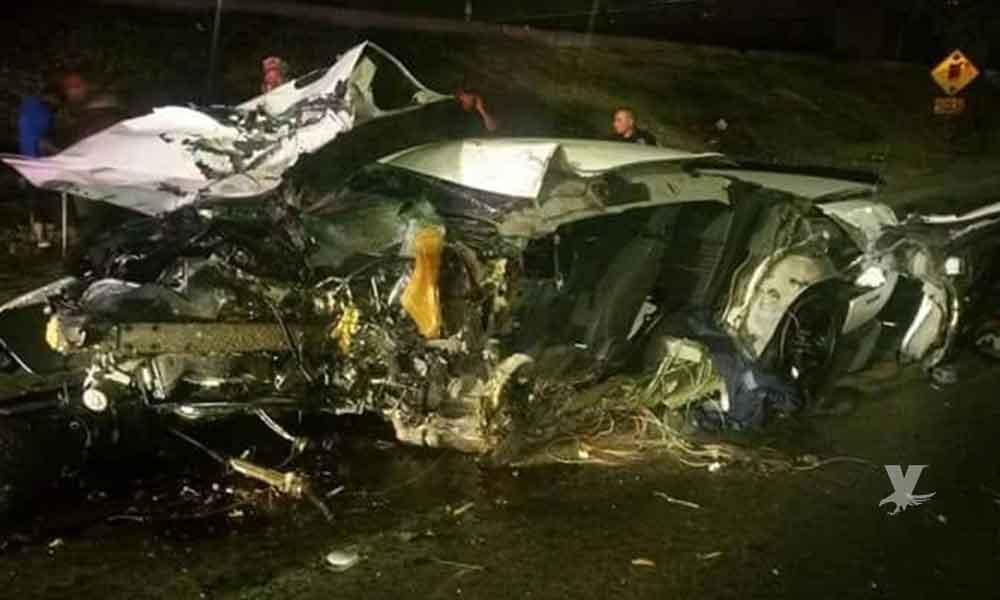 Dos muertos en vía rápida Tijuana, perdió el control y chocó contra un árbol