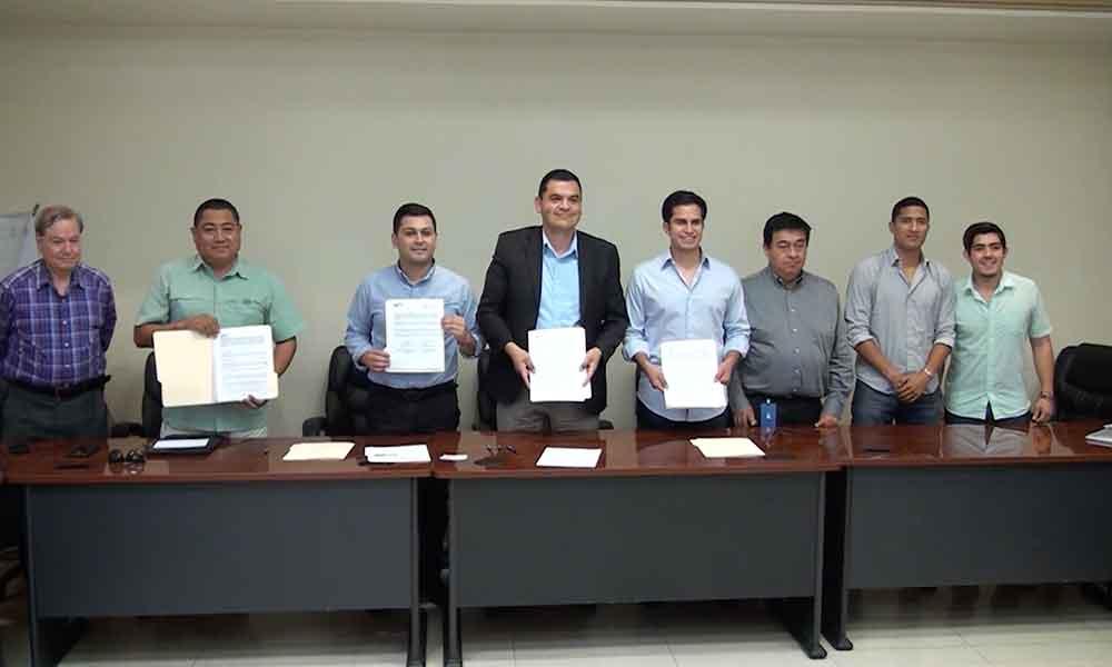 FirmaUTTimportante convenio como parte del programa de Responsabilidad Social Universitaria