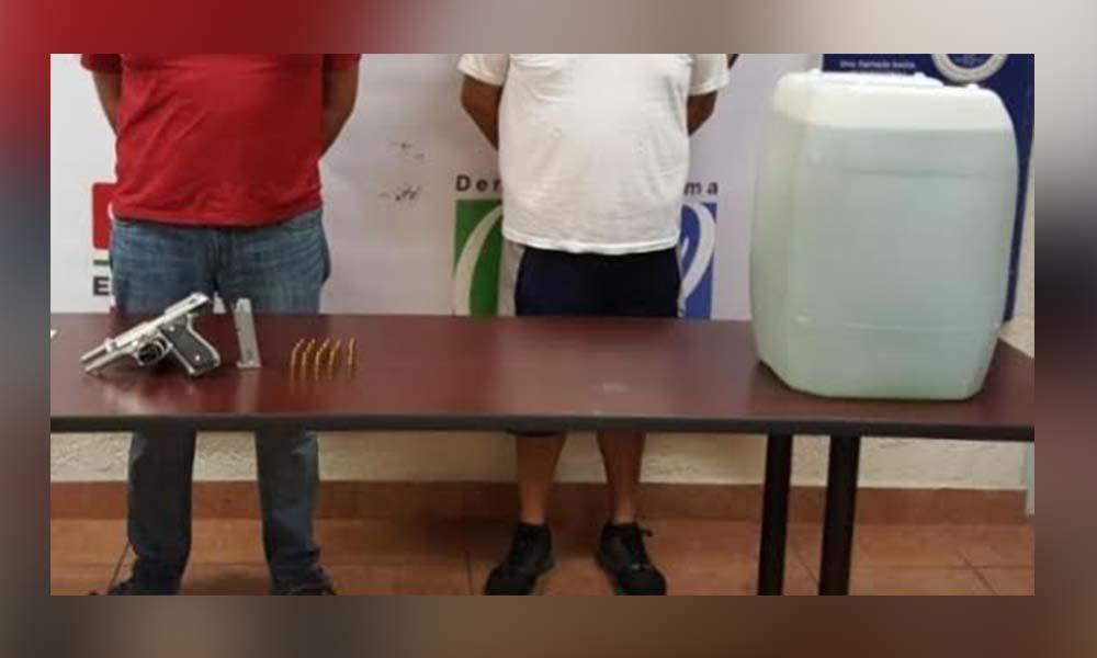 Decomisan en Mexicali 50 litros de metanfetaminas líquida hay dos detenidos
