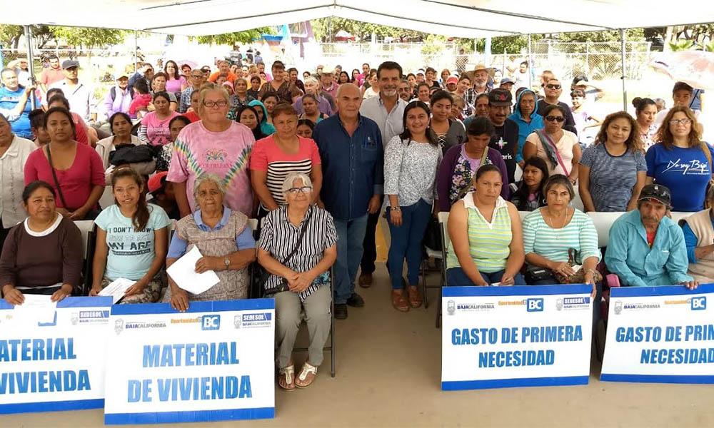Entregan apoyos sociales por más de 600 mil pesos a residentes de colonias populares de Ensenada