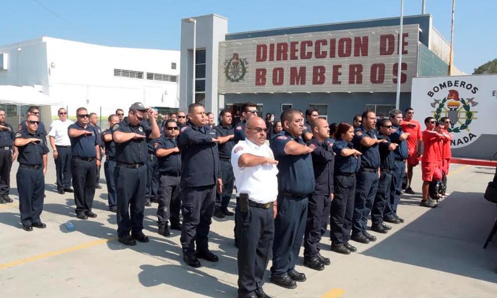 Festejan  en Ensenada al personal de Bomberos en su día