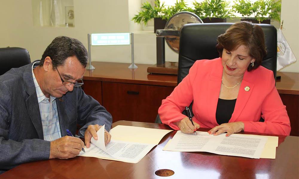 Firma convenio Playas de Rosarito con Cámara de la industria de la Construcción