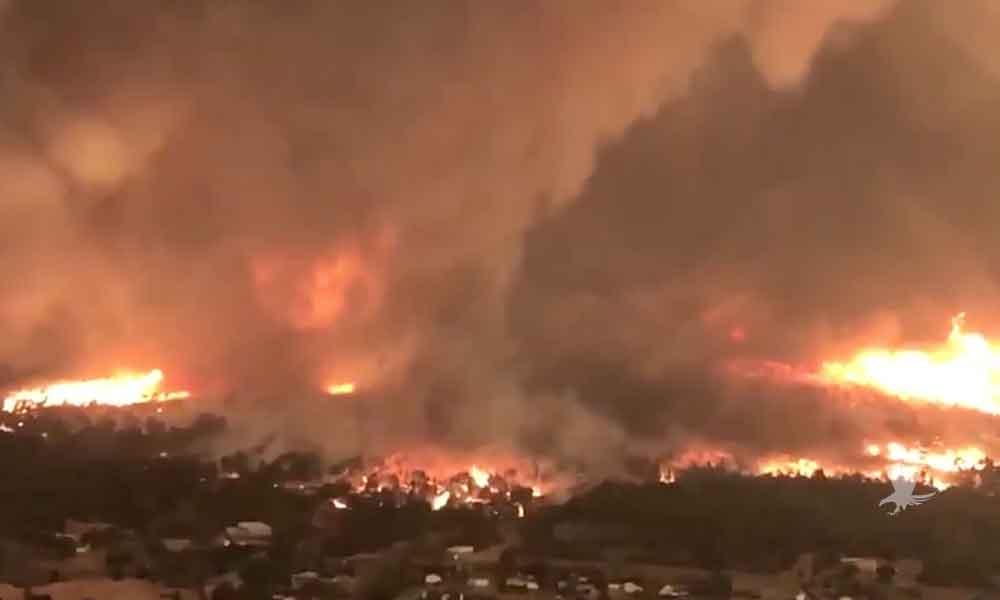 """(VIDEO) """"Tornado de Fuego"""" quita la vida a Bombero en California"""