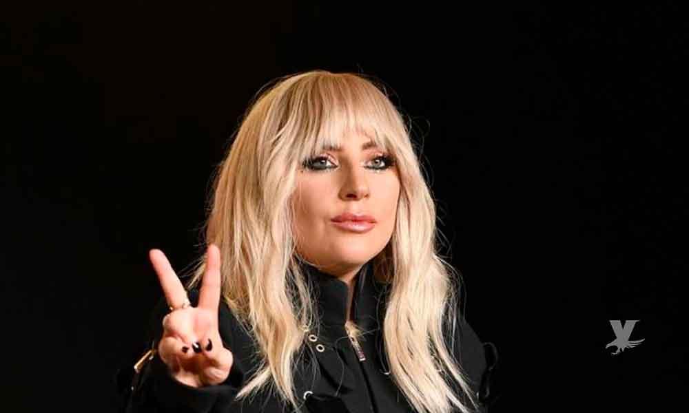 Lady Gaga reta a las redes sociales y sube fotografías sin ropa