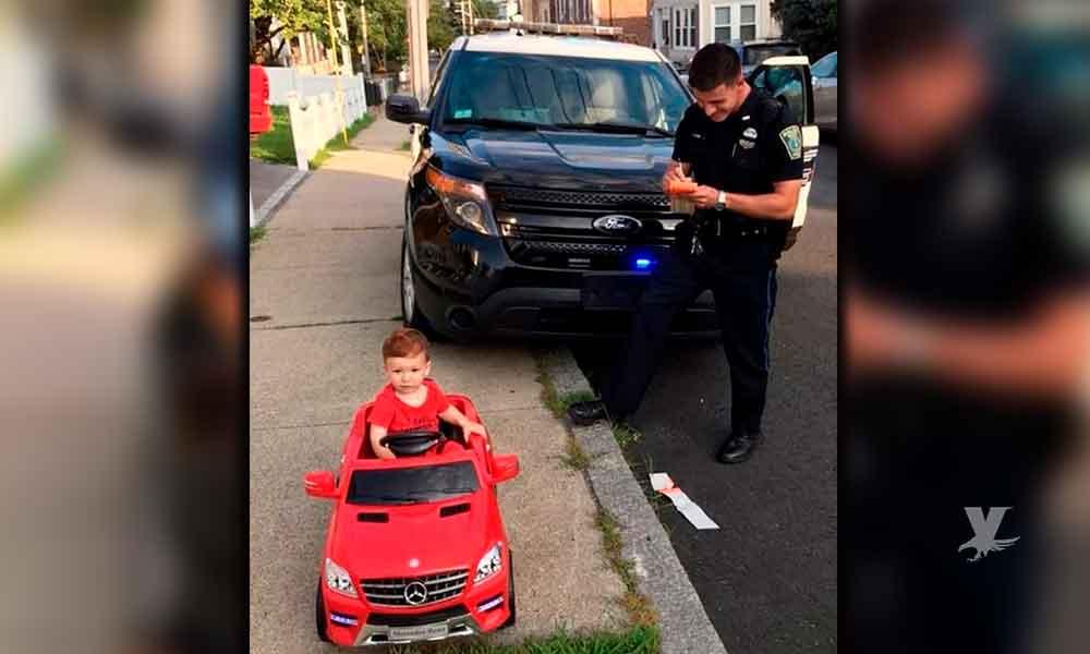 ¡Ternurita! Policía detiene a niño de 1 año a bordo de su Mercedes por conducir sin licencia