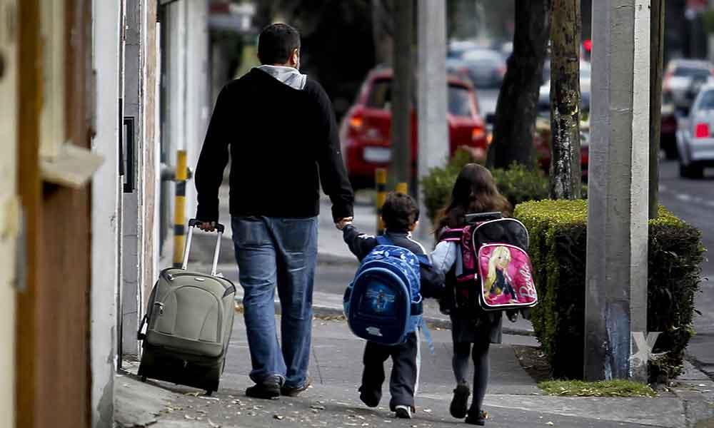 Peso de las mochilas escolares un riesgo para la salud de los hijos, puede dañar la columna vertebral