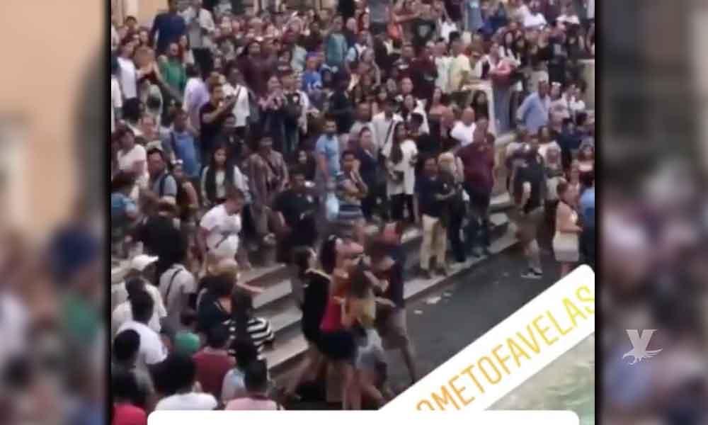 """(VIDEO) Turistas pelean en Italia por tomarse una """"selfie"""""""