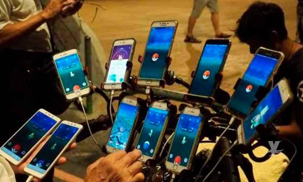Hombre de 70 años instaló 11 teléfonos en su bicicleta para jugar Pokémon Go