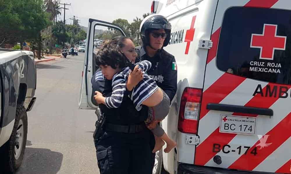 """""""¡No me sueltes!"""" fueron las primeras las palabras del niño a la oficial después de ser rescatado de la balacera en Playas de Tijuana"""
