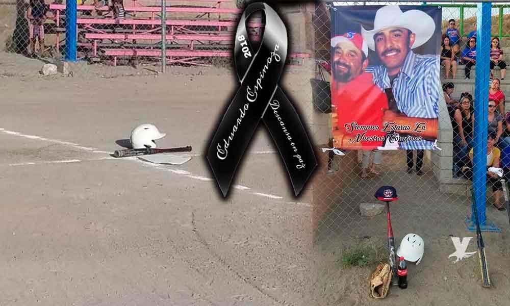 """Familiares y amigos se reunieron en el campo de softbol """"La Yarda"""" en Tecate para darle un último adiós a Eduardo Espinoza Quiroz"""