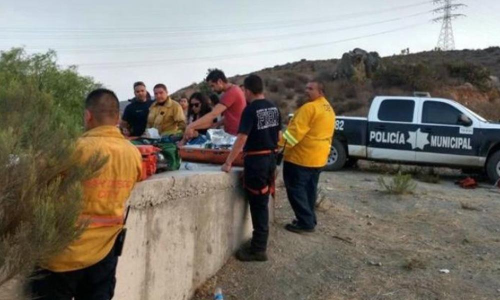 Rescatan a menor tras caer de 50 metros en Tijuana
