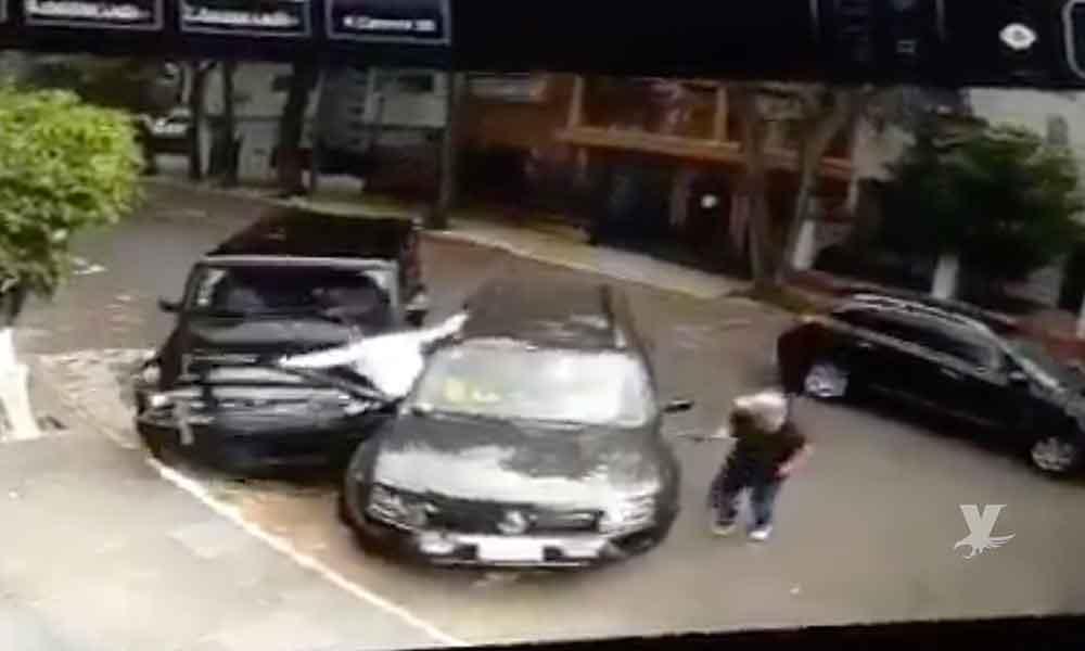 (VIDEO) Conductor frustra intento de secuestro en La Condesa, CDMX