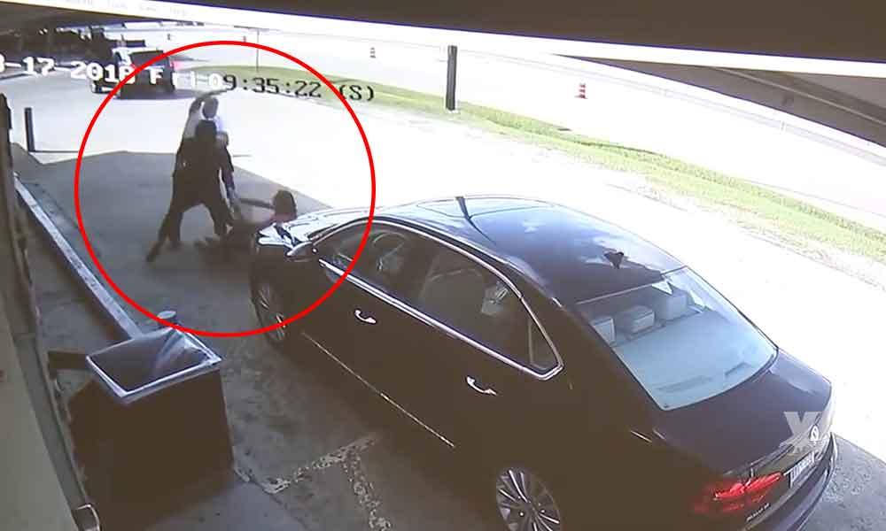 (VIDEO) Ladrones golpean y atropellan a una pareja a fuera del banco para robarles 75 mil dólares