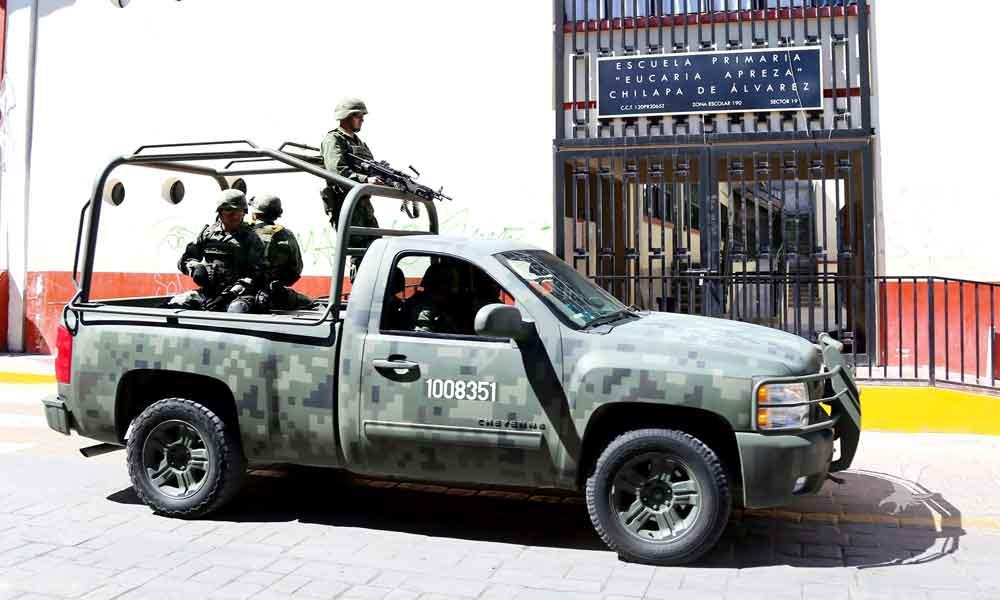 Inseguridad obliga a Federales y Soldados a acompañar a los niños de Acapulco a clases