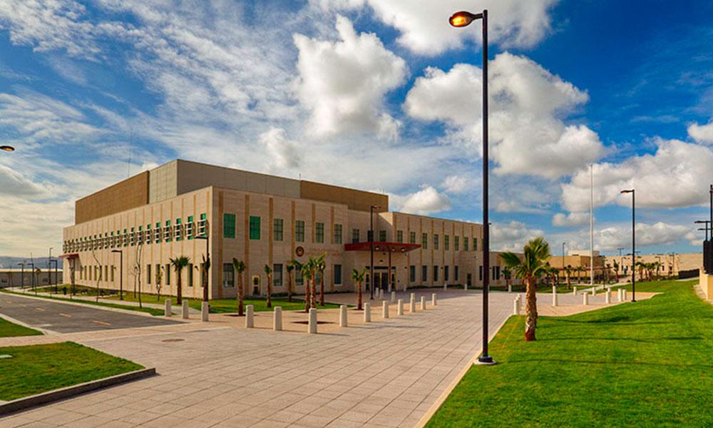 Subastará Consulado de EEUU en Tijuana; sillas, tocadores, carros, computadoras y más