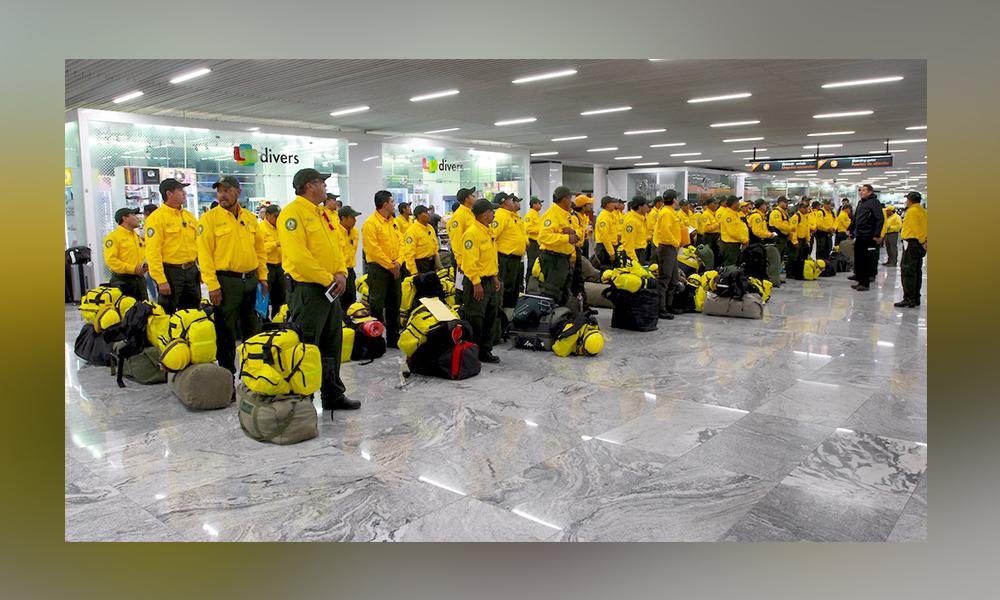 Suman ya 372 combatientes mexicanos de incendios forestales en Canadá
