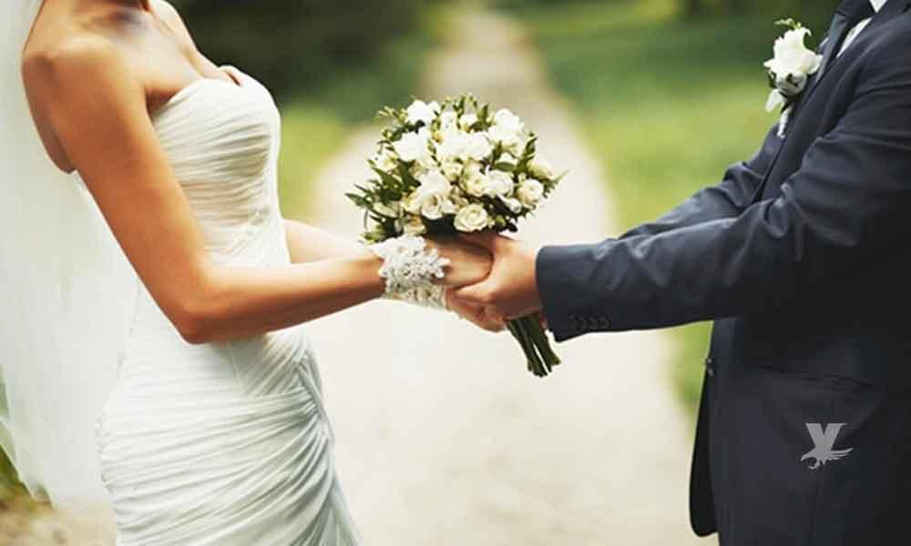 Hombre deja a su novia esperando en el altar y le declara su amor a otra mujer