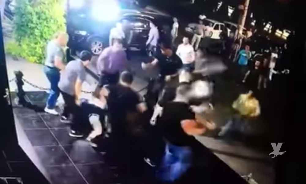 (VIDEO) Peleador de Artes Marciales Mixtas pierde la vida en una pelea con guardias de un bar