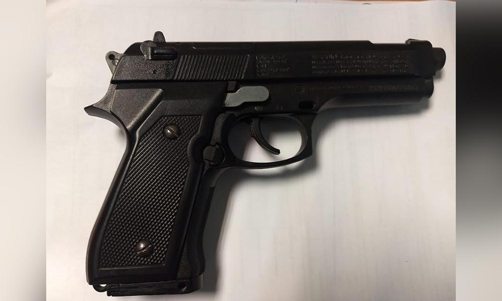 Apresan a dos sujetos tras robo con un arma de utilería en Tijuana