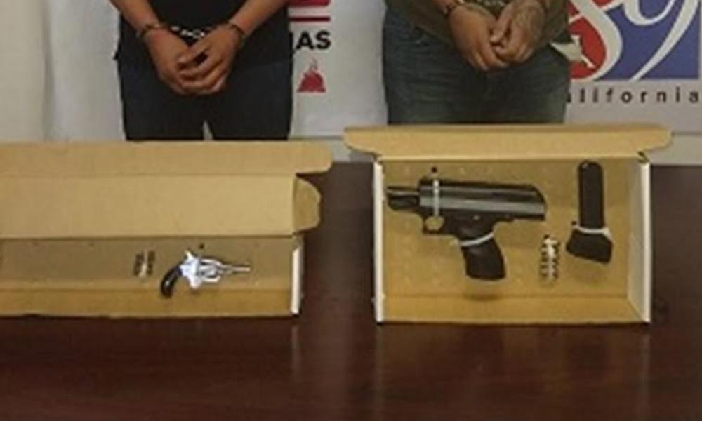 Aseguran a dos sujetos en posesión de armas de fuego en Tijuana