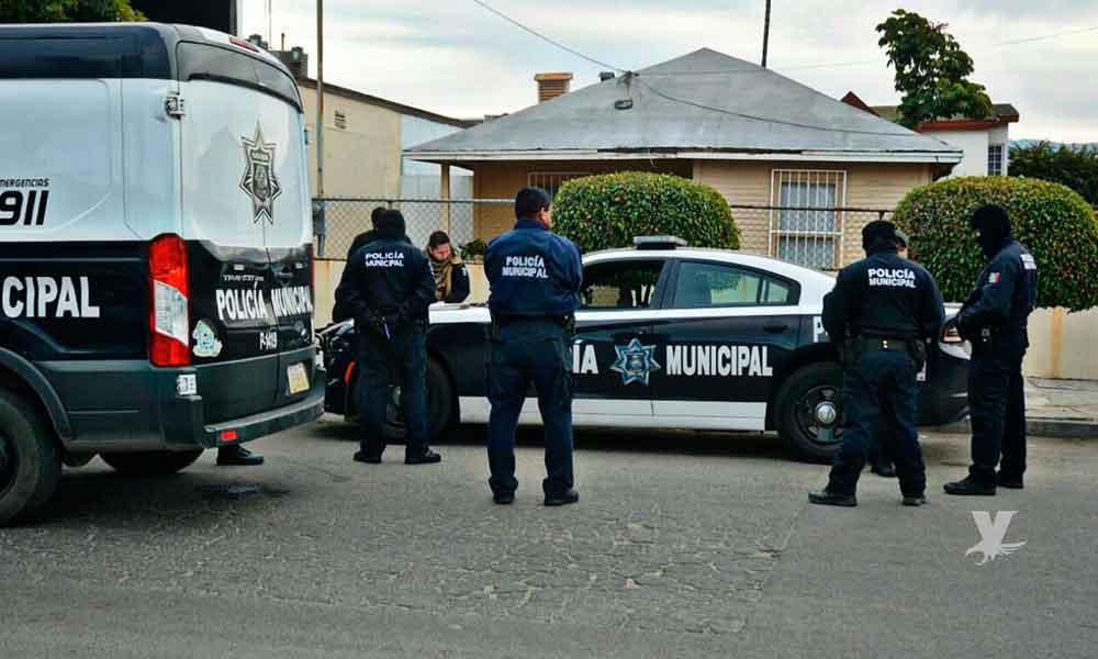 Asaltan a policías municipales en Ensenada mientras atendían un llamado de emergencia