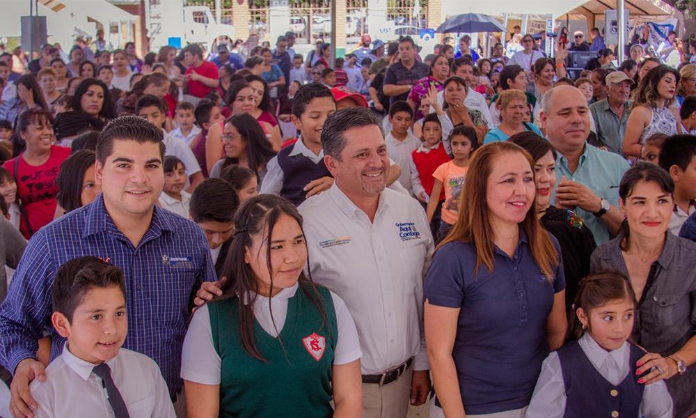 Entrega el Sistema Educativo Estatal apoyos a alumnos de educación básica en Tecate